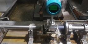 卡箍涡街流量计测量液体介质标定中